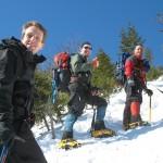 strój na wycieczkę w góry 150x150 - Najciekawsze szlaki zimowe w górach dla początkujących