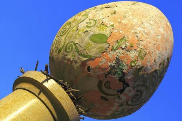Pomnik Pisanki - 8 niezwykłych atrakcji na Wielkanoc - spędź czas inaczej niż zwykle