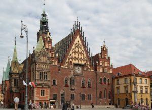 Ratusz we Wrocławiu 300x218 - Atrakcje we Wrocławiu - co warto zobaczyć?