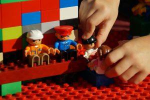 play 184783 1920 300x200 - HistoryLand - nauka, LEGO® i świetna zabawa!