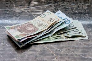 money 661584 1920 300x200 - Dlaczego warto spędzić wakacje w Polsce?