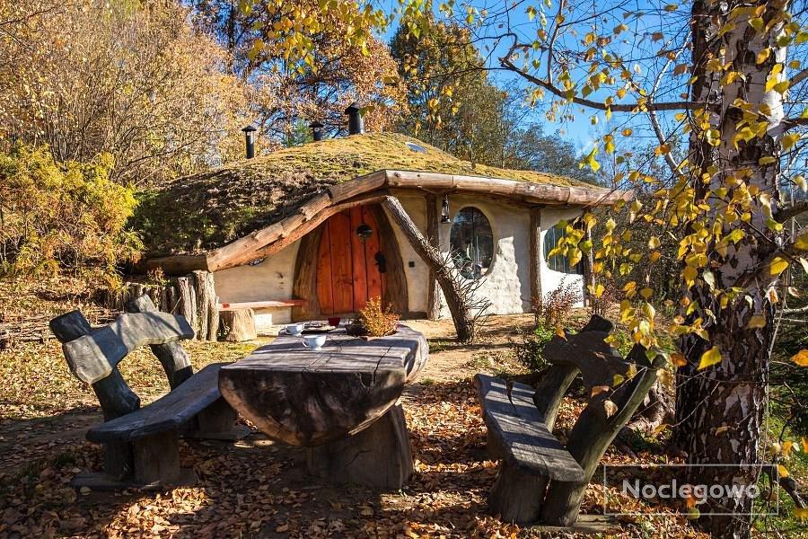237008 855 krzywcza hobbitowa - Wyjątkowe noclegi w Polsce - sprawdź, gdzie ciekawie spędzisz noc