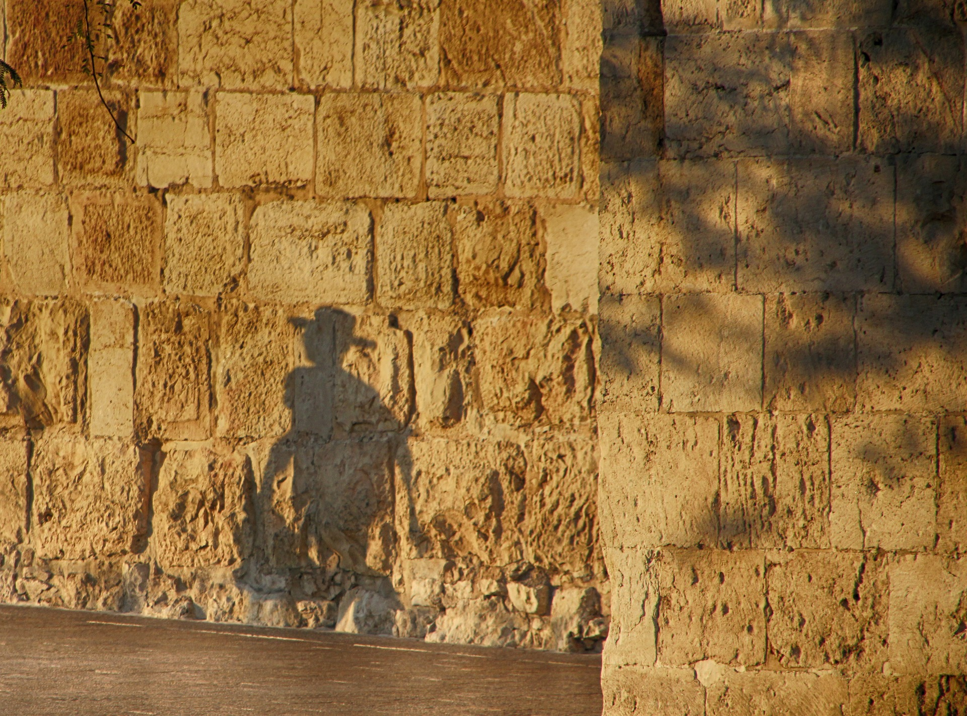 shadows 1779415 1920 - Wycieczka od Krakowa aż pod Babią Górę