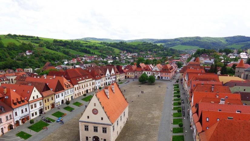 Stare Miasto w Bardiowie wygląda jak żywcem wyjęte z bajki. Nic dziwnego ze w 2000 r. zostało wpisane na listę UNESCO jako czwarty taki unikatowy zespół miejski na Słowacji. 825x465 - Piękne miejsca tuż przy granicy z Polską