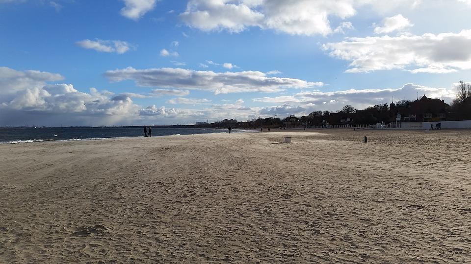 plaża jastrzębia góra - Gdzie spędzić Wielkanoc nad morzem, aby wreszcie odpocząć