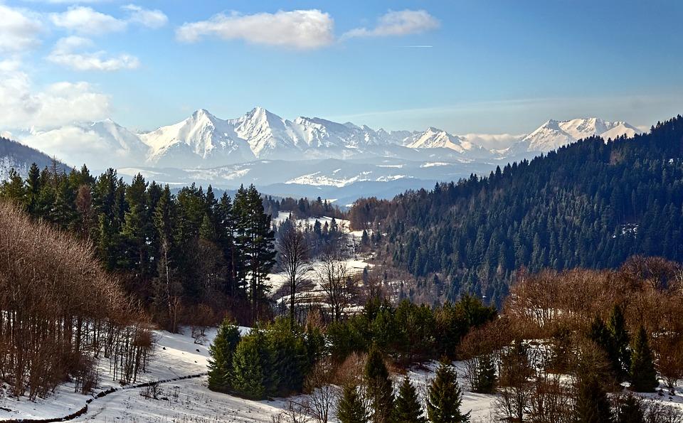 landscape 3517197 960 720 - Najciekawsze szlaki zimowe w górach dla początkujących
