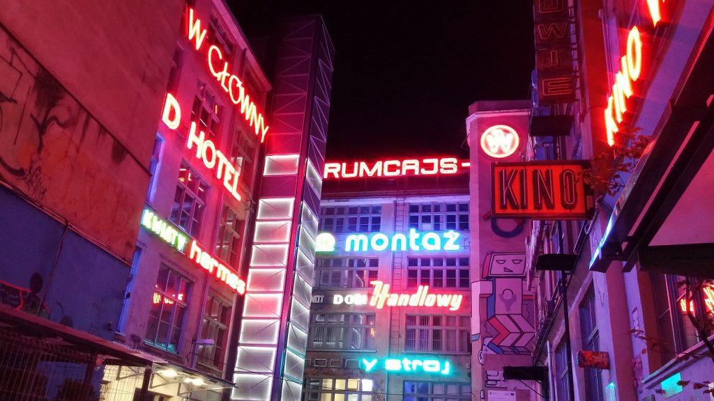 Muzeum neonów Wrocław 1 1024x576 - Gdzie znaleźć instagramowe miejsca we Wrocławiu?