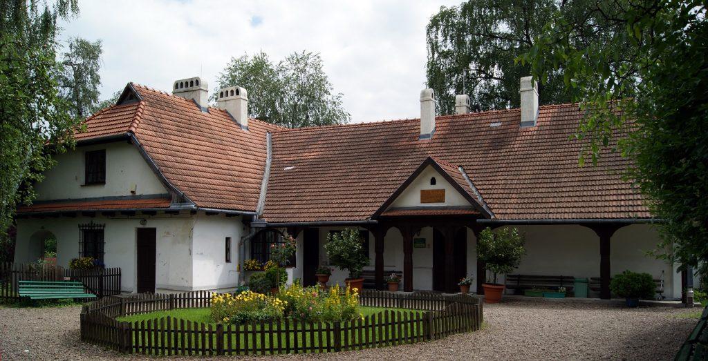 Rydlowka manor house 28 Tetmajera street Bronowice Małe Krakow Poland 1024x523 - Jurty na Kaszubach? Sprawdź to i inne wyjątkowe miejsca w Polsce, które musisz zobaczyć!