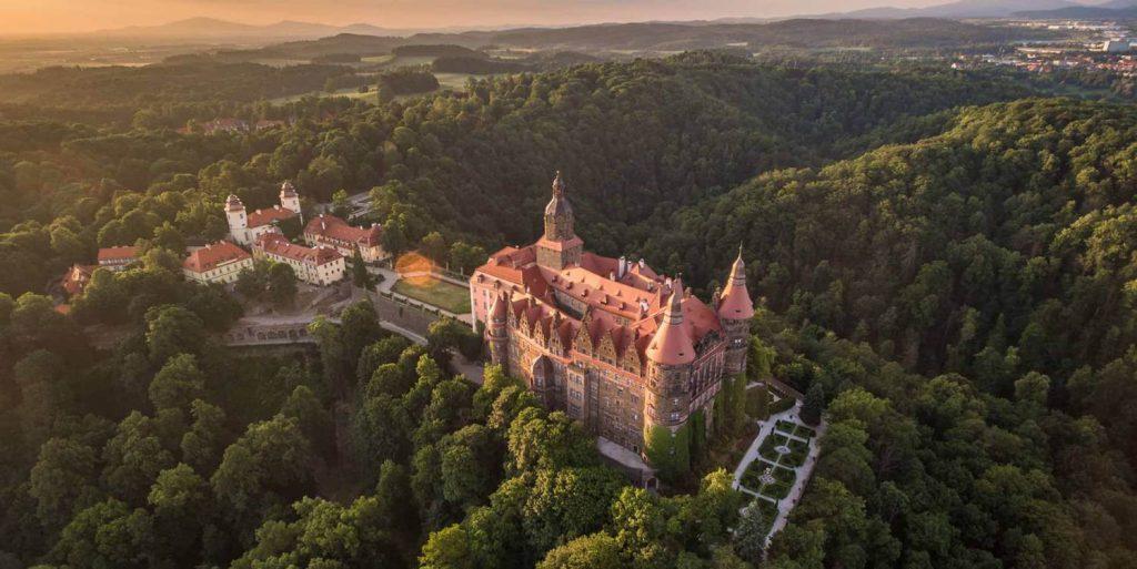 Zamek Ksiaz 1 1024x513 - Jurty na Kaszubach? Sprawdź to i inne wyjątkowe miejsca w Polsce, które musisz zobaczyć!