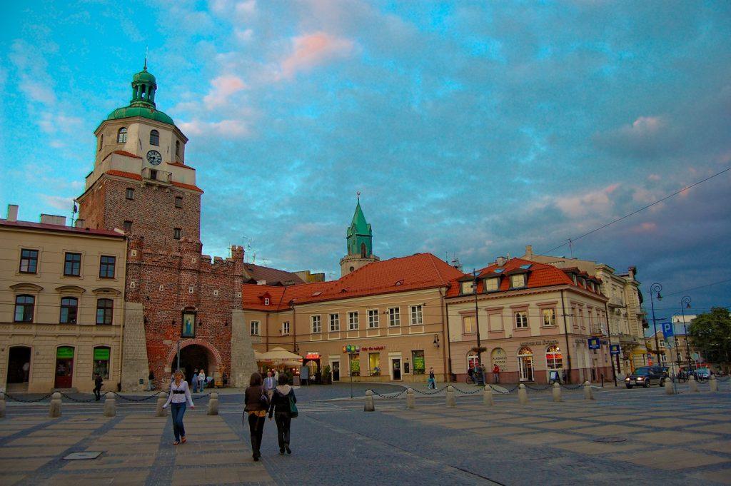 Lublin Stare Miasto   Brama Krakowska i Plac Łokietka 2009 06 12 1024x681 - City break - 5 idealnych miast, by cieszyć się jesienią.