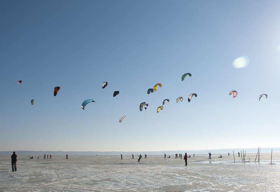 Snowkiting Sport Kite Ice Skis Kitesurfing Winter 431756 - Co robić zimą na Mazurach? Spróbuj żeglarstwa lodowego.