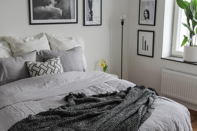 bedroom 4859981 640 - Jak przygotować obiekt noclegowy na 2021?