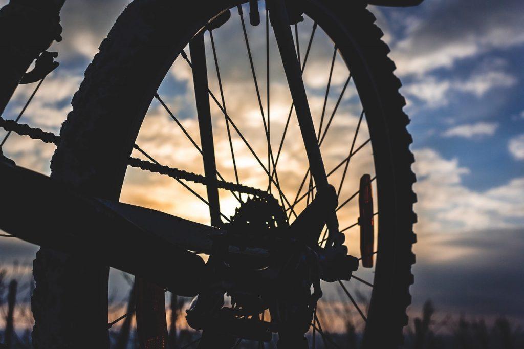 bike 4043782 1280 1024x682 - Wakacje nad jeziorem - na Mazurach, Pomorzu Zachodnim czy w górach?