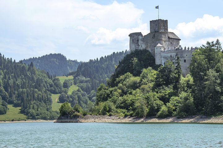 castle ruins 1479649  480 - Bon turystyczny - gdzie można wykorzystać go nad jeziorem?