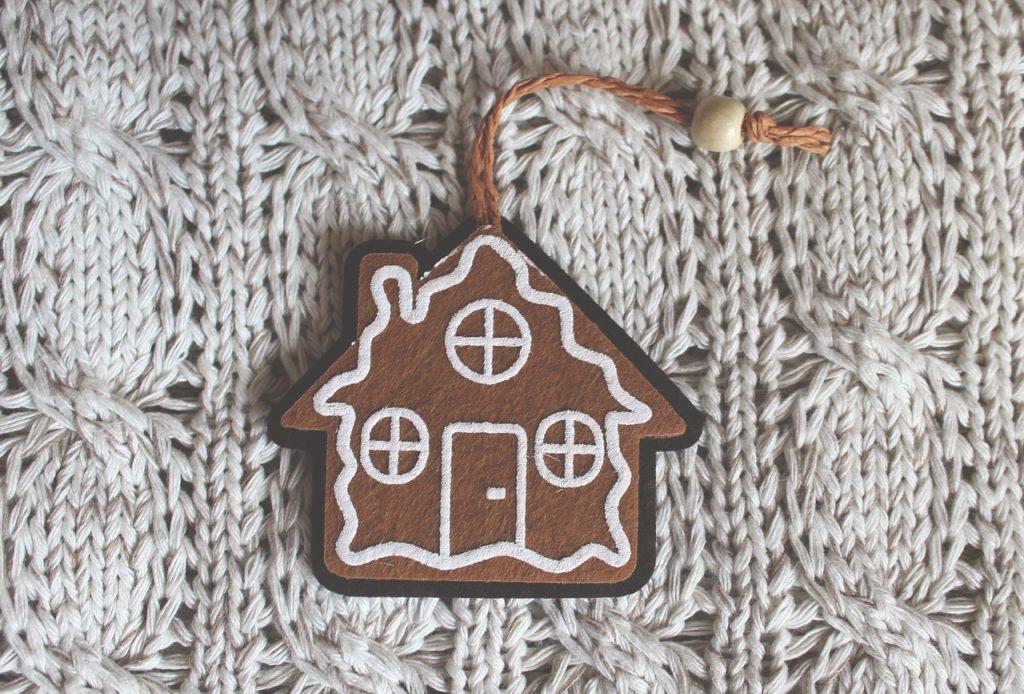 christmas tree decoration 2994378 1280 1024x694 - Ferie 2021 - ile trwają, czemu w jednym terminie i jak bezpiecznie je spędzić?