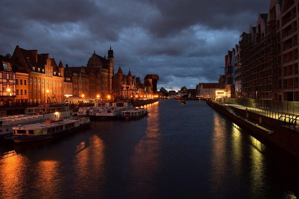 city 3650991 1280 1024x682 - Żuraw w Gdańsku - zwiedzanie, ciekawostki. Czego o nim nie wiecie?