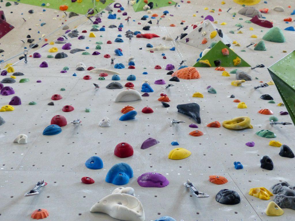 climbing holds 101538 1920 1024x768 - Z czego słyną Tarnowskie Góry? Podpowiadamy, co można zwiedzić na Górnym Śląsku