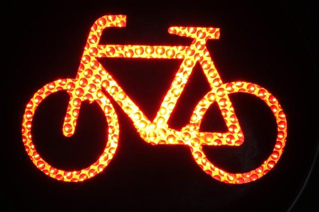 lampka - Jak przygotować się do jesiennych wypraw rowerowych?