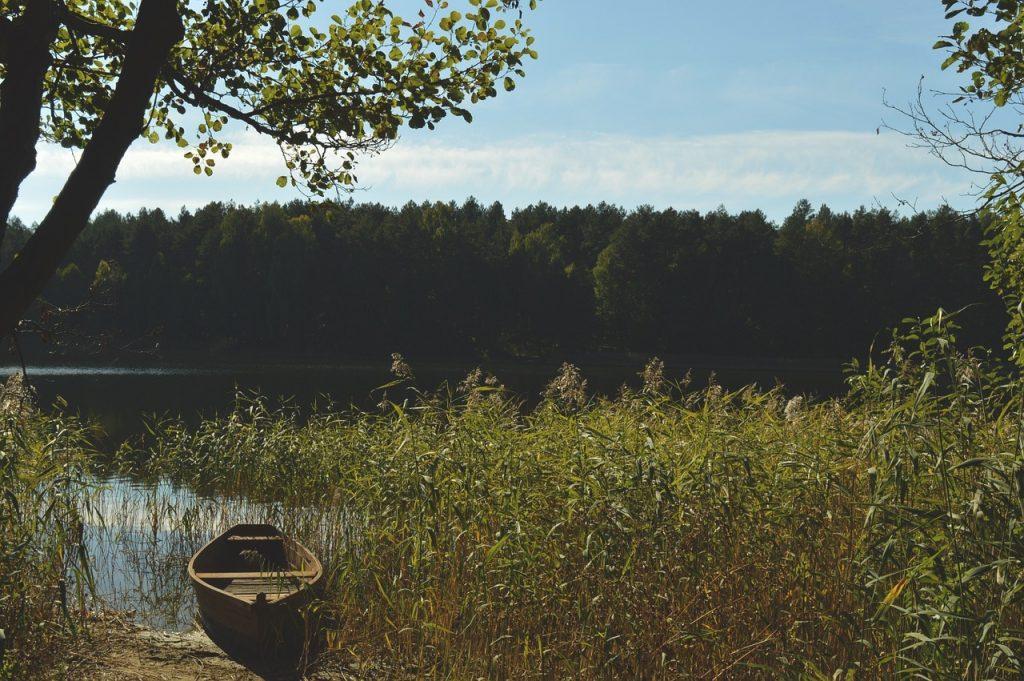 landscape 1155506 1280 1024x681 - Wakacje nad jeziorem - na Mazurach, Pomorzu Zachodnim czy w górach?