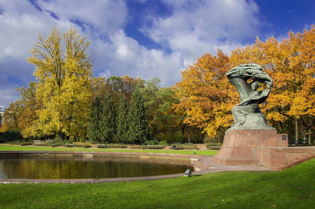 lazienki 4614962 1280 1024x681 - Dlaczego warto odwiedzić Łazienki Królewskie w Warszawie? Cztery powody