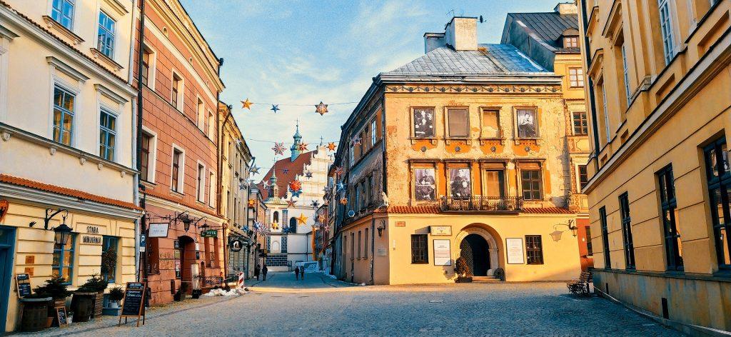 monument 5992497 1920 1024x472 - Tanie miasta na city break! Top3 noclegi na jesień w Polsce