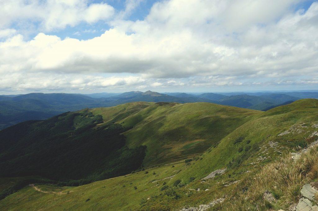 mountains 2721820 1280 1 1024x682 - Atrakcje - Solina i okolice. Co warto zobaczyć w Solinie?