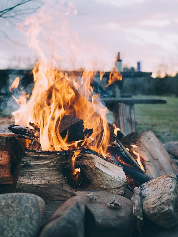 ognisko - Wyróżnij się, czyli 7 sposobów, by zaskoczyć swoich gości podczas pobytu