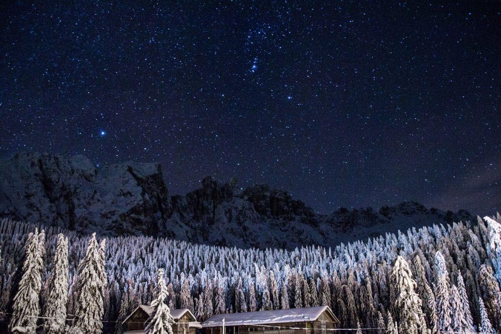 photo 1463780324318 d1a8ddc05a11 1 1024x683 - Gdzie warto pojechać zimą? Niebanalne górskie propozycje.