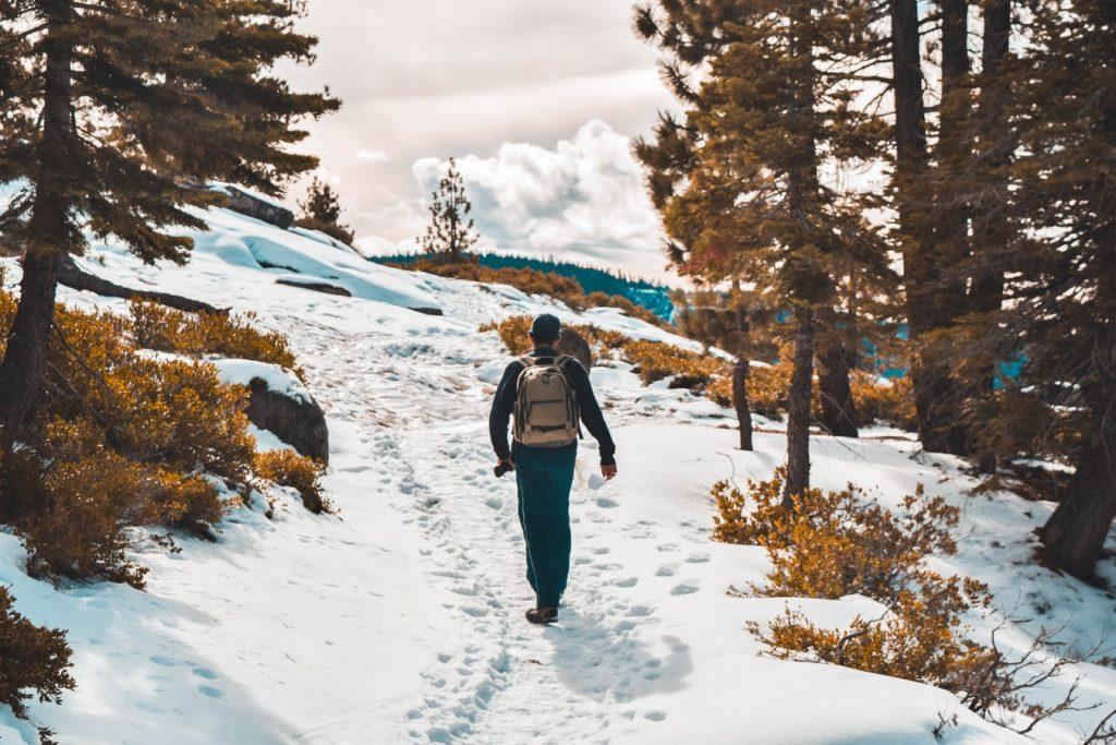 photo 1507634699114 0c488c429438 1024x683 - Pomysły na zimowe wyjazdy. Klasyczne górskie destynacje.