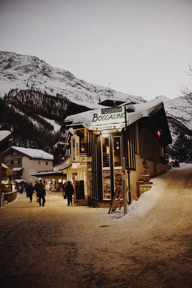 photo 1517822739718 14f28c6832e2 2 - Gdzie na narty? Przegląd najlepszych ośrodków narciarskich.