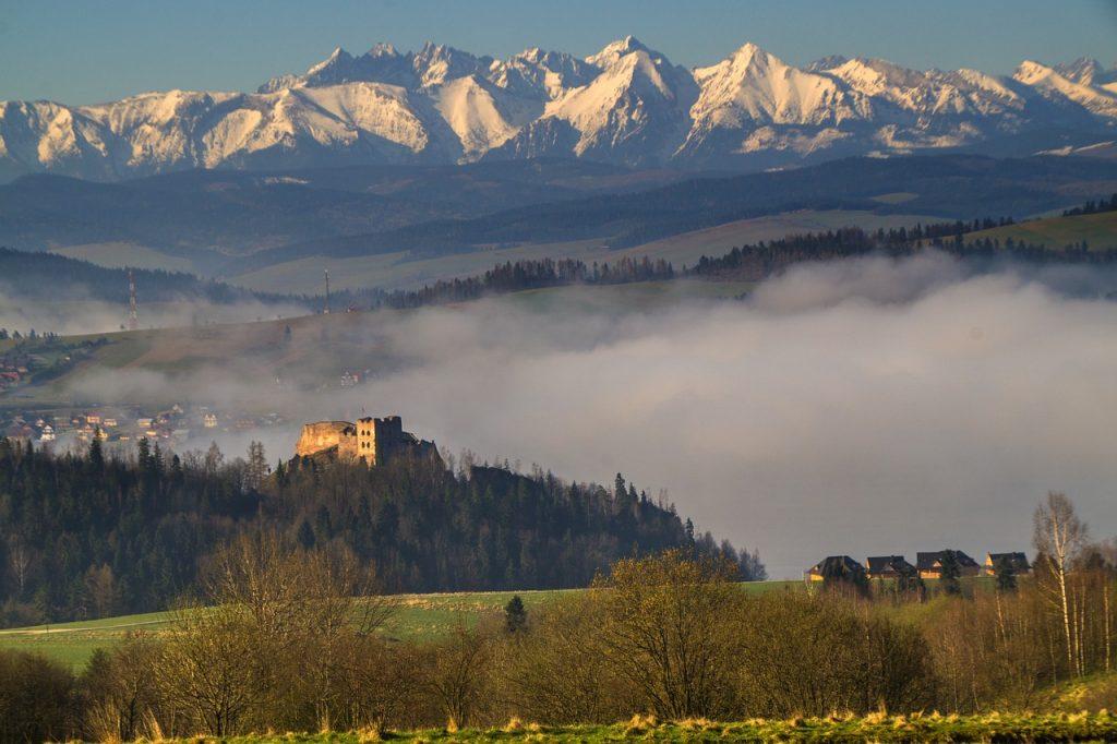 poland 754711 1280 1024x682 - Jezioro Czorsztyńskie - atrakcje i plaża pod Tatrami