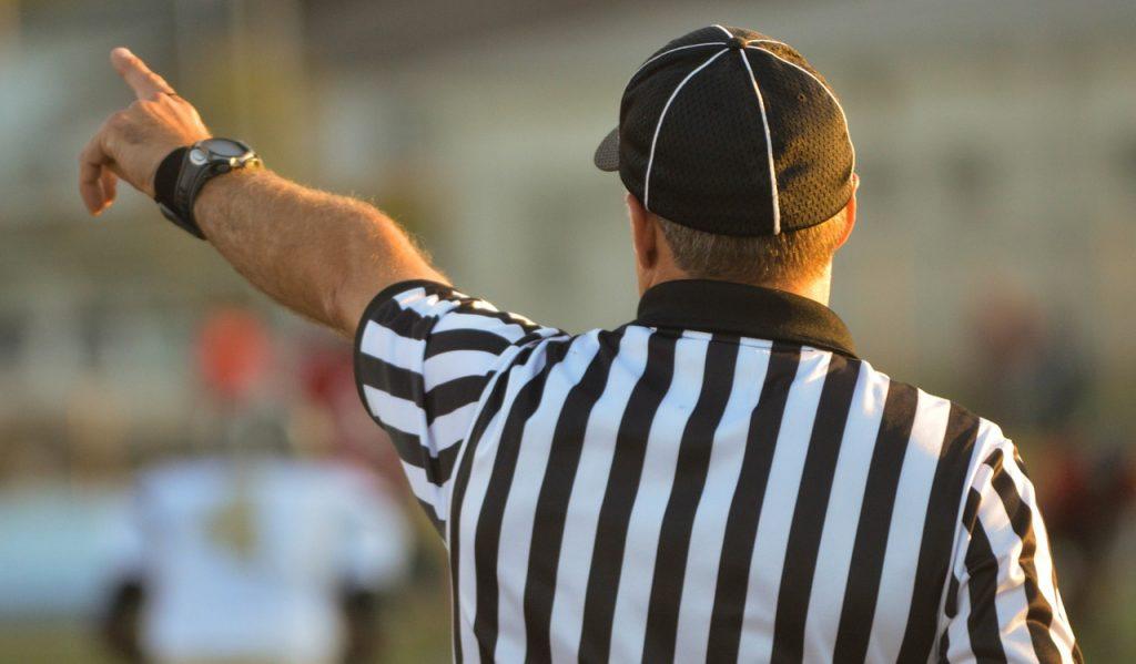 referee 1149014 1280 1024x599 - Odpowiadaj na zapytania jak mistrz - tajniki skutecznego pozyskiwania rezerwacji