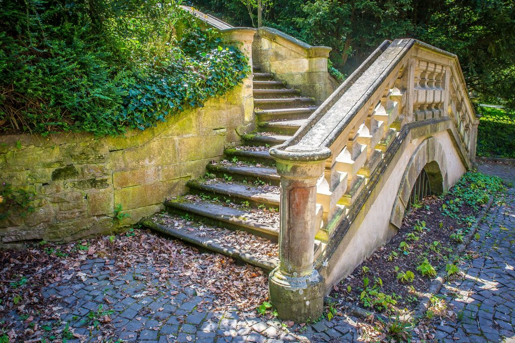 stairs 2351348 1920 1024x683 - Świerklaniec - co zobaczyć? Górny Śląsk na weekend