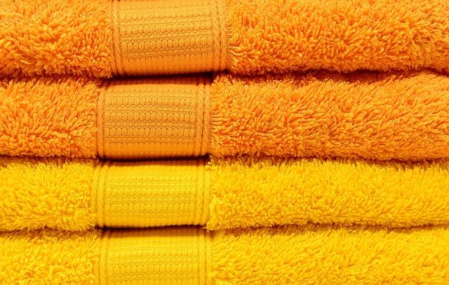 towels 3279690 640 - Jak przygotować obiekt noclegowy na 2021?