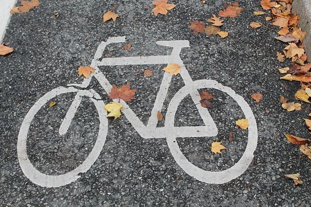znak - Jak przygotować się do jesiennych wypraw rowerowych?