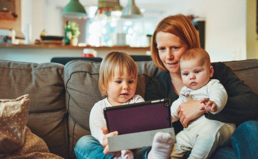 Jak spędzić Sylwestra z dziećmi? – rodzinny sylwester w domu