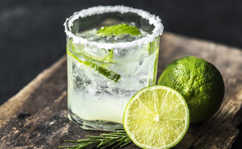 Pomysły na sylwestrowe drinki – zaskocz znajomych!