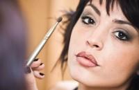 Przygotuj w tym roku swój sylwestrowy makijaż z odpowiednim wyprzedzeniem, abyś mogła zminimalizować ryzyko katastrofy. Dopasuj cienie i styl makijażu pasujący do twojego charakteru, koloru skóry...