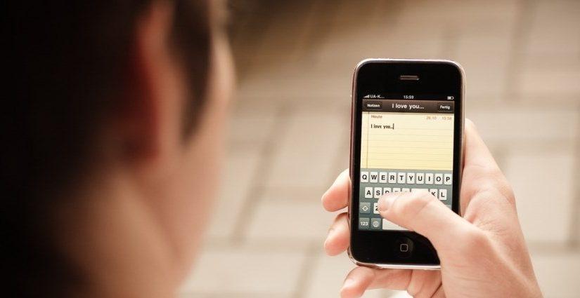 SMS na Sylwestra – gotowe, śmieszne SMSy sylwestrowe