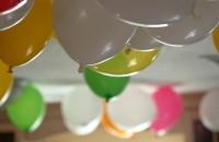 W tym roku organizujemy własną imprezę sylwestrową. Wszystko musi być najlepsze: towarzystwo, atmosfera, kreacje, potrawy, drinki i dom. I tu pojawia się mały problem. Jak udekorować...