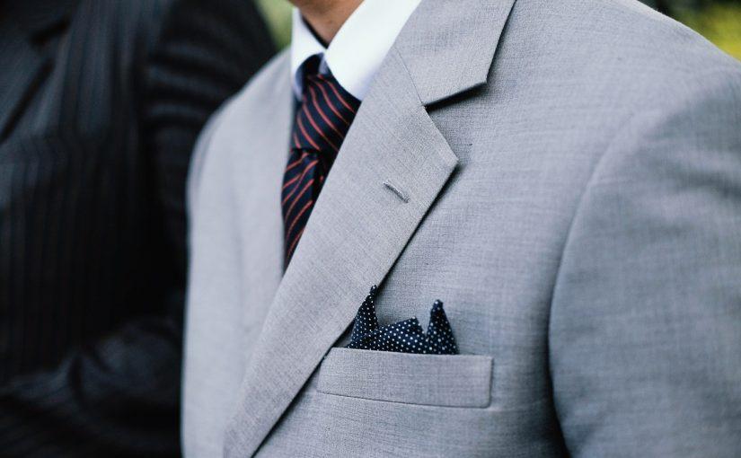 Męska moda sylwestrowa – jak ubrać mężczyznę na bal