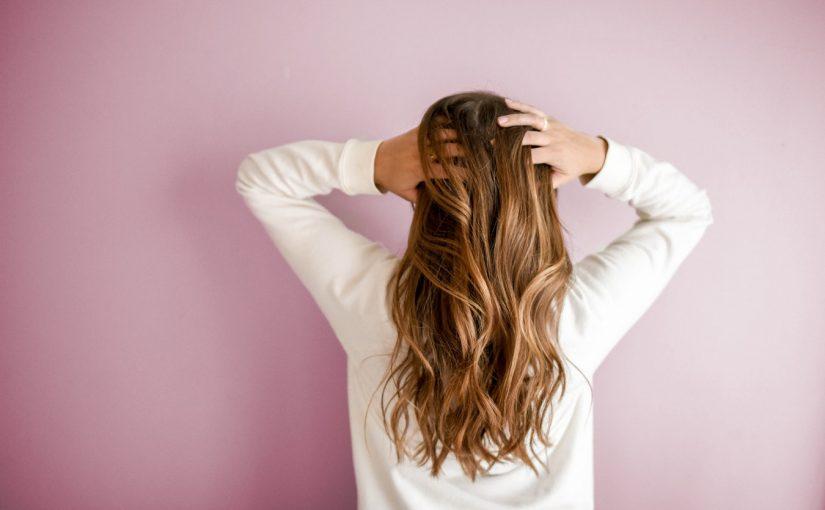 5 pięknych fryzur na Sylwestra – Zrób je sama w domu!