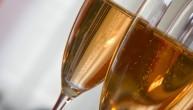 Ustawa z dnia 26 października 1982r. o wychowaniu w trzeźwości i przeciwdziałaniu alkoholizmowi mówi wprost, że zabrania się sprzedaży, podawania i spożywania alkoholu w miejscach publicznych....