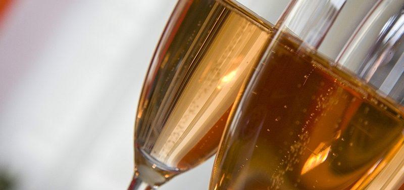 Czy spożywanie alkoholu w miejscach publicznych w sylwestra jest karalne?