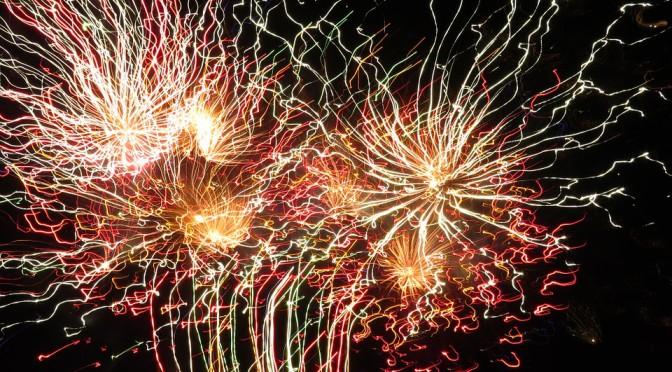 https://pixabay.com/static/uploads/photo/2014/11/08/17/56/fireworks-522538_960_720.jpg